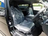 ハイエースカスタムには欠かせない黒革調シートカバーはもちろん全席装着済み!!!高級感がアップしてますねっ♪