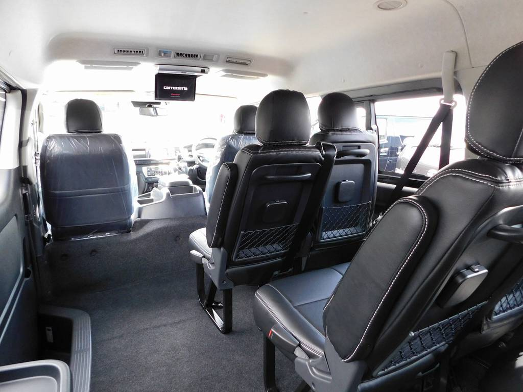広々とした室内空間は圧迫感も無く快適に過ごせますよっ!!!天井も高くてグッドです♪ | トヨタ ハイエース 2.7 GL ロング ミドルルーフ トリプルモニターパッケージ車