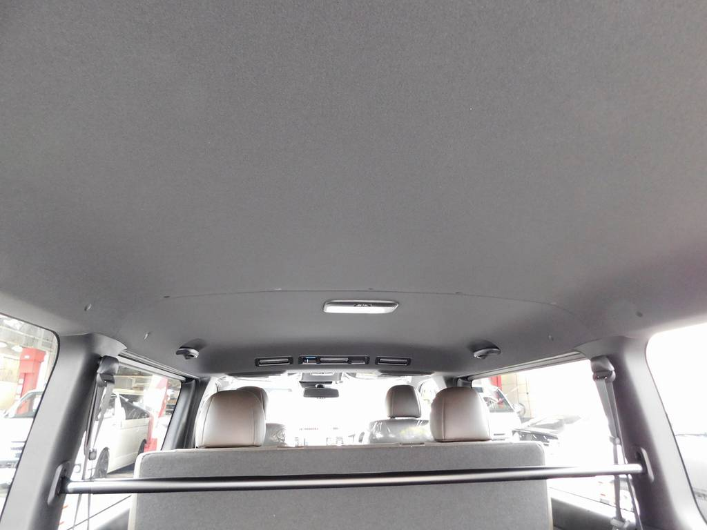 こちらも専用のブラック内装!引き締まった感じで特別仕様車限定の内装色です!!!