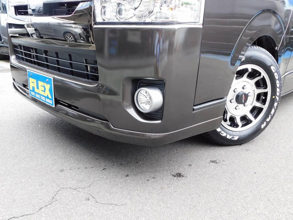 フロントリップはTSD製を装着!!!張り出しの大きいタイプではないので2.5インチローダウンでも段差等でそんなに気にする必要は御座いませんよっ!!! | トヨタ ハイエースバン 2.0 スーパーGL 50TH アニバーサリー リミテッド ロングボディ ナビパッケージ車
