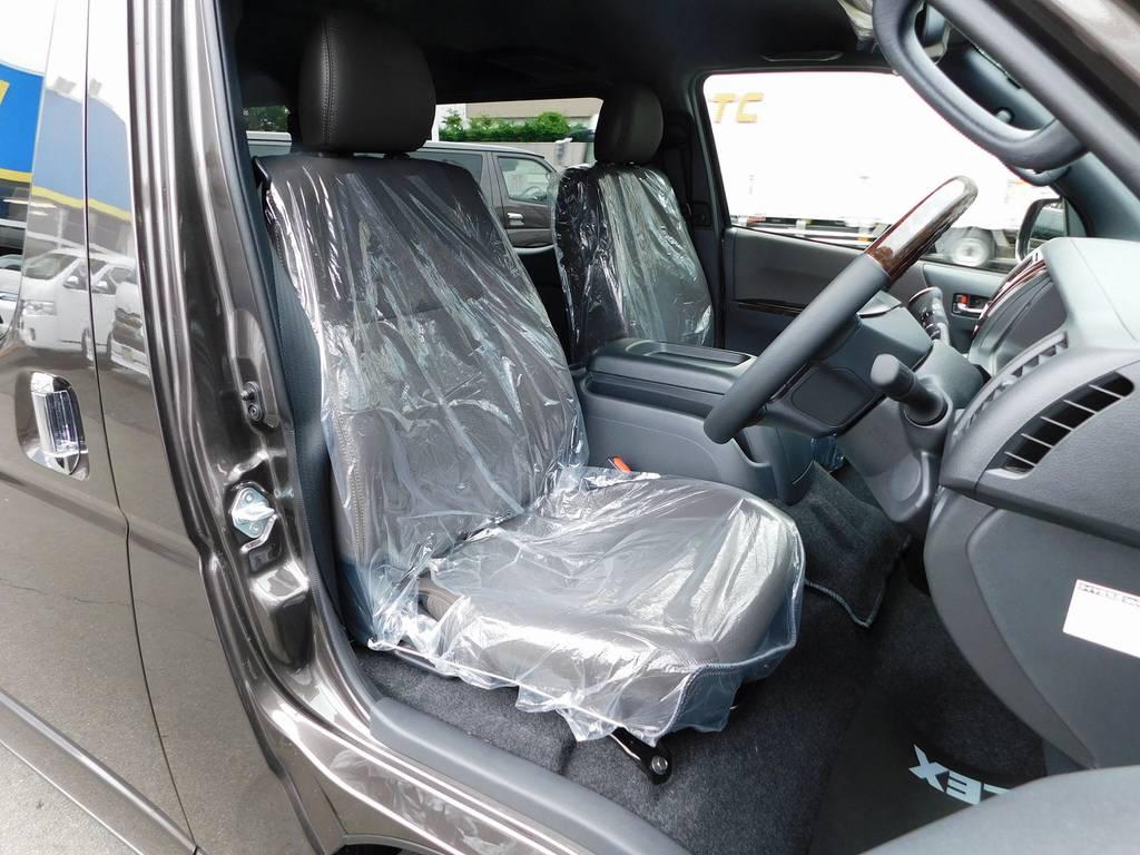 限定車だけの特別装備!ブラウンハーフレザーシート!ノーマルのシートとは比べ物になりませんねっ♪ | トヨタ ハイエースバン 2.0 スーパーGL 50TH アニバーサリー リミテッド ロングボディ ナビパッケージ車