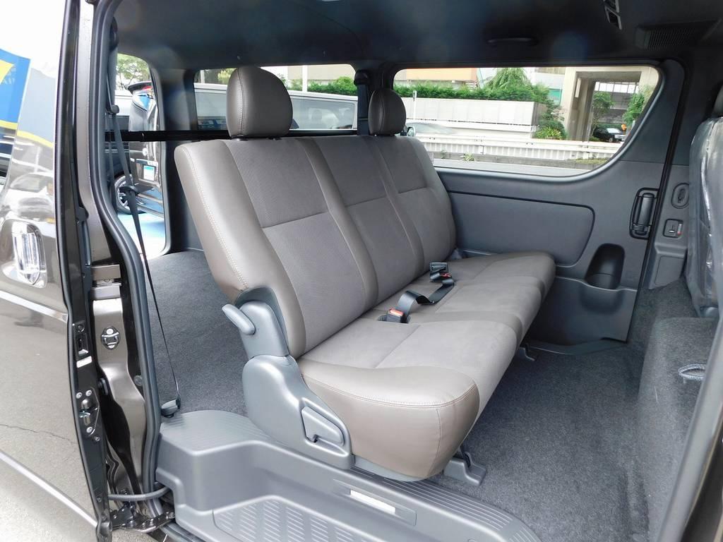 セカンドシートもゆったり座る事が出来ますよっ!ハーフレザーシートがカッコいいです!!! | トヨタ ハイエースバン 2.0 スーパーGL 50TH アニバーサリー リミテッド ロングボディ ナビパッケージ車
