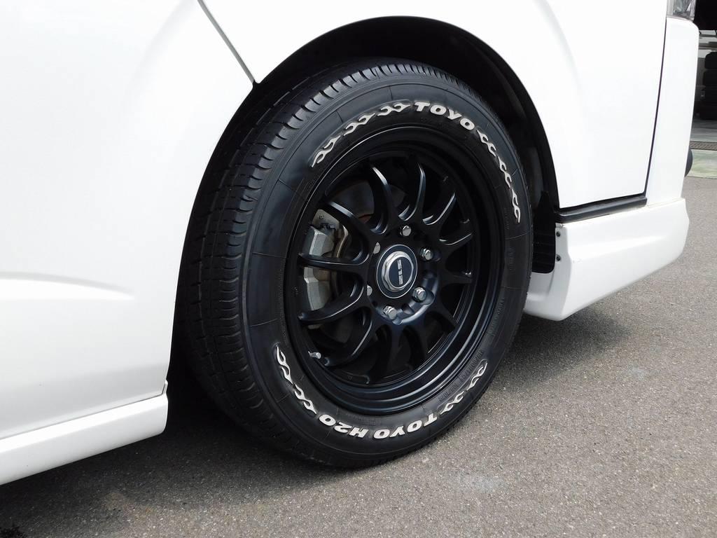 社外17インチアルミホイールも装着済み!タイヤのホワイトレターがパールボディに良く似合います!!!