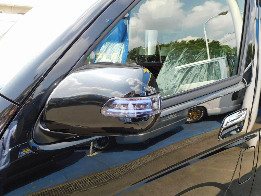 ドアミラーウィンカーはヴァレンティ製♪レンズスモーク・マーカー色ブルーで闇夜に光り輝きます♪