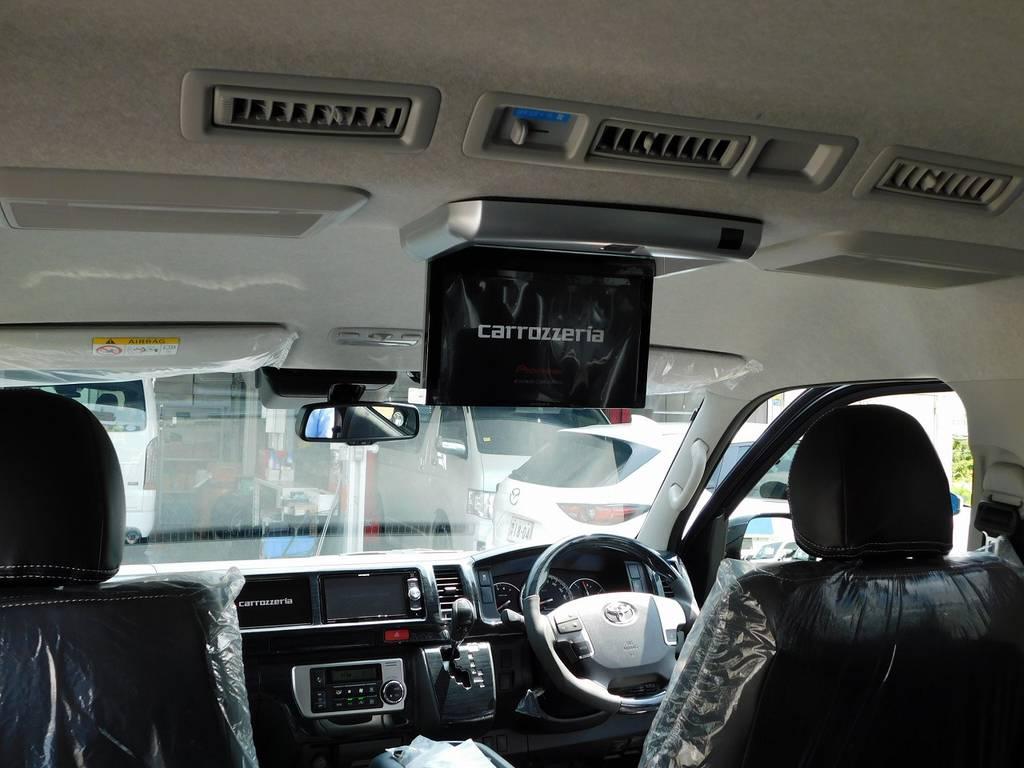 フリップダウンモニター搭載で後席の方もテレビやDVDを楽しめます!お子様もロングドライブで飽きませんよっ♪