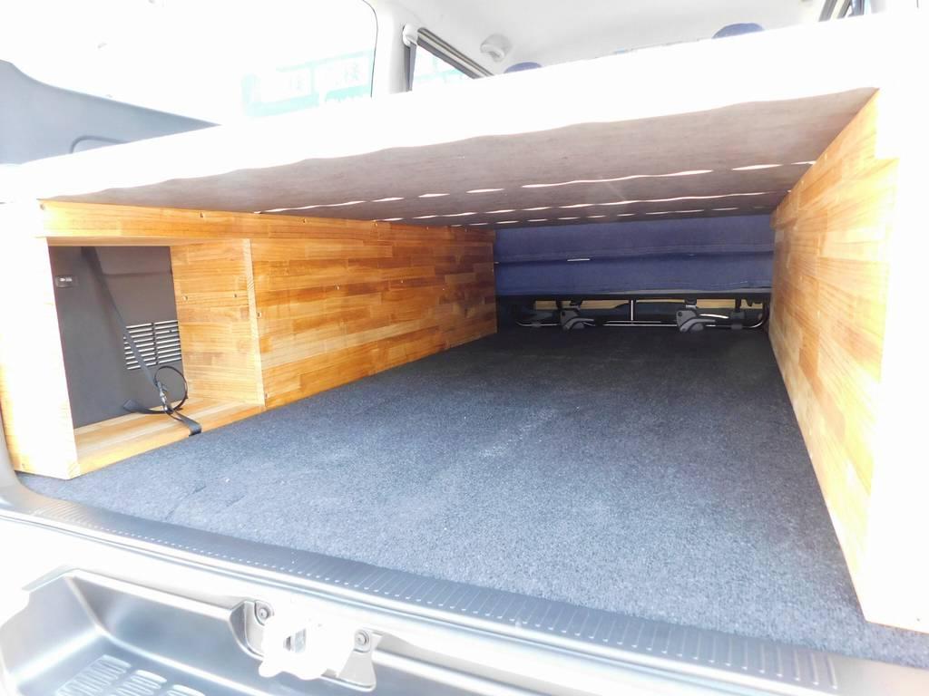ベッド下には広大な収納スペースがあります!ポリタンク置き場もあるのでレジャーにはもってこいですねっ!!!