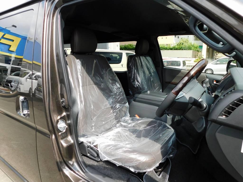 特別限定車専用のハーフレザーシート!高級感が全然違いますねっ!!!