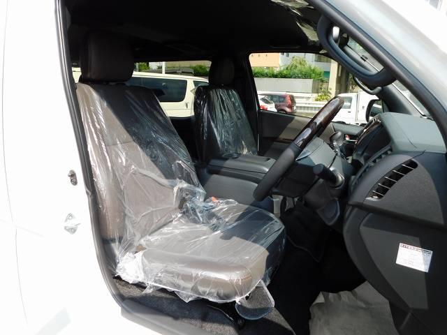 特別限定車専用のハーフレザーシート!純正のノーマルシートとは質感が全然違いますよっ♪
