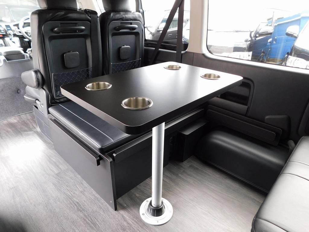 テーブルは使うと大変便利!ちょっとした休憩時に役に立ちます♪もちろん取り外し可能ですよっ♪