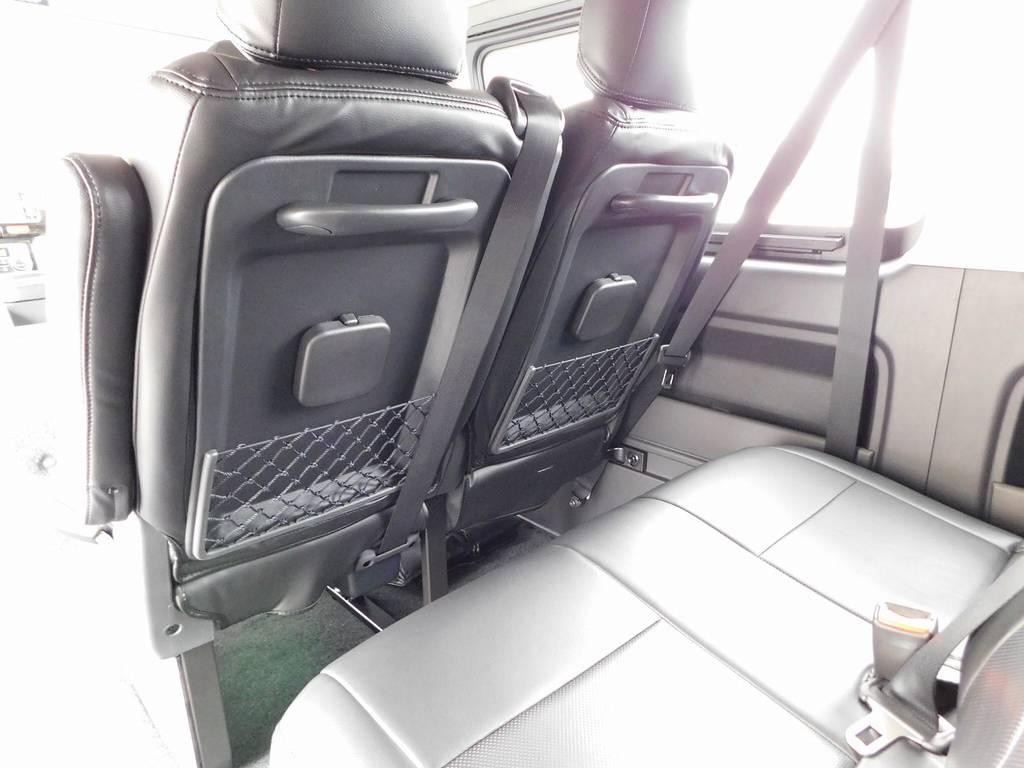 セカンド・サードシートには各席にドリンクホルダー付き!観光バスのようでロングドライブも快適に過ごせます♪