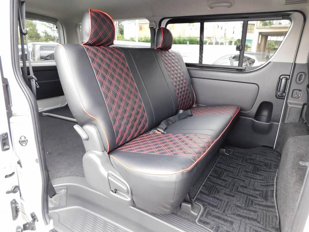 セカンドシートもゆったり座れます♪もちろんシートカバー装着されてます!!!