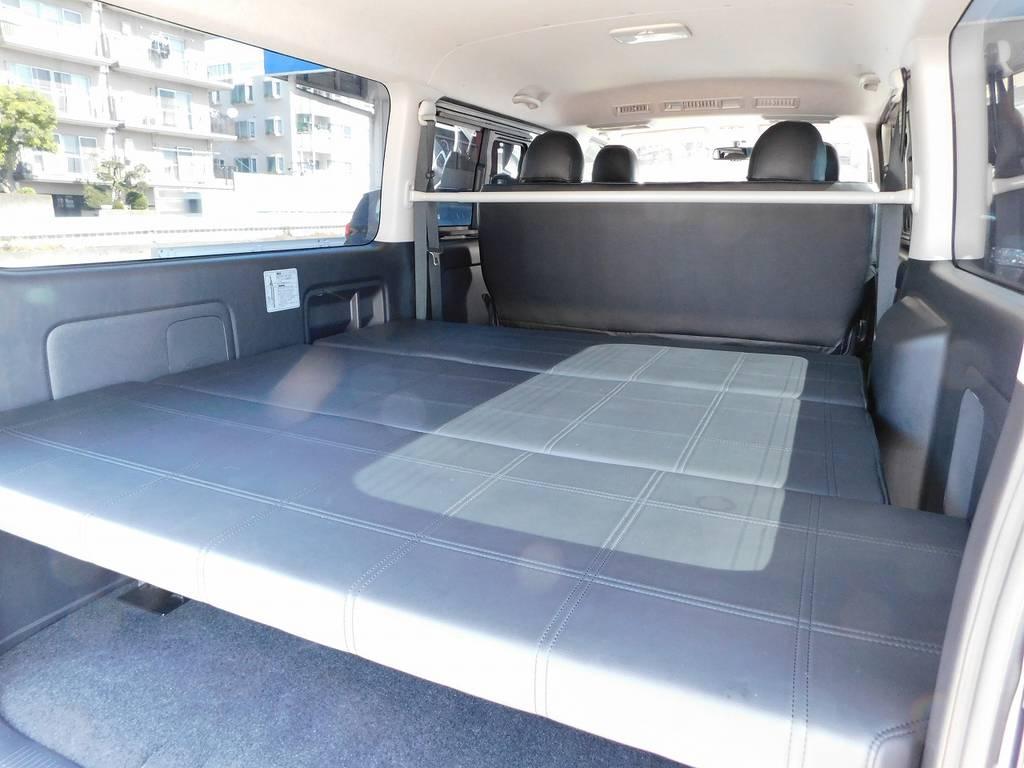 社外ベッドキット完備ですので車中泊も楽しめます!仮眠をとる時に足を伸ばせるって本当に楽ですよっ!!!