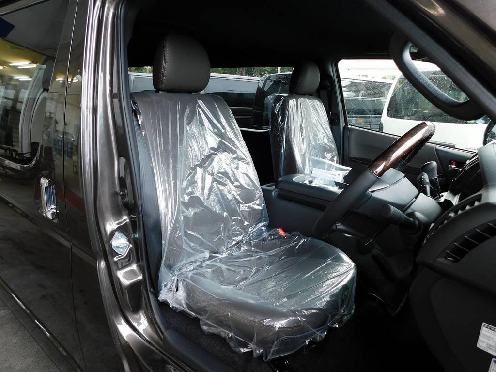 限定車専用のハーフレザーシート♪こだわりが感じられる内装となっております!!!