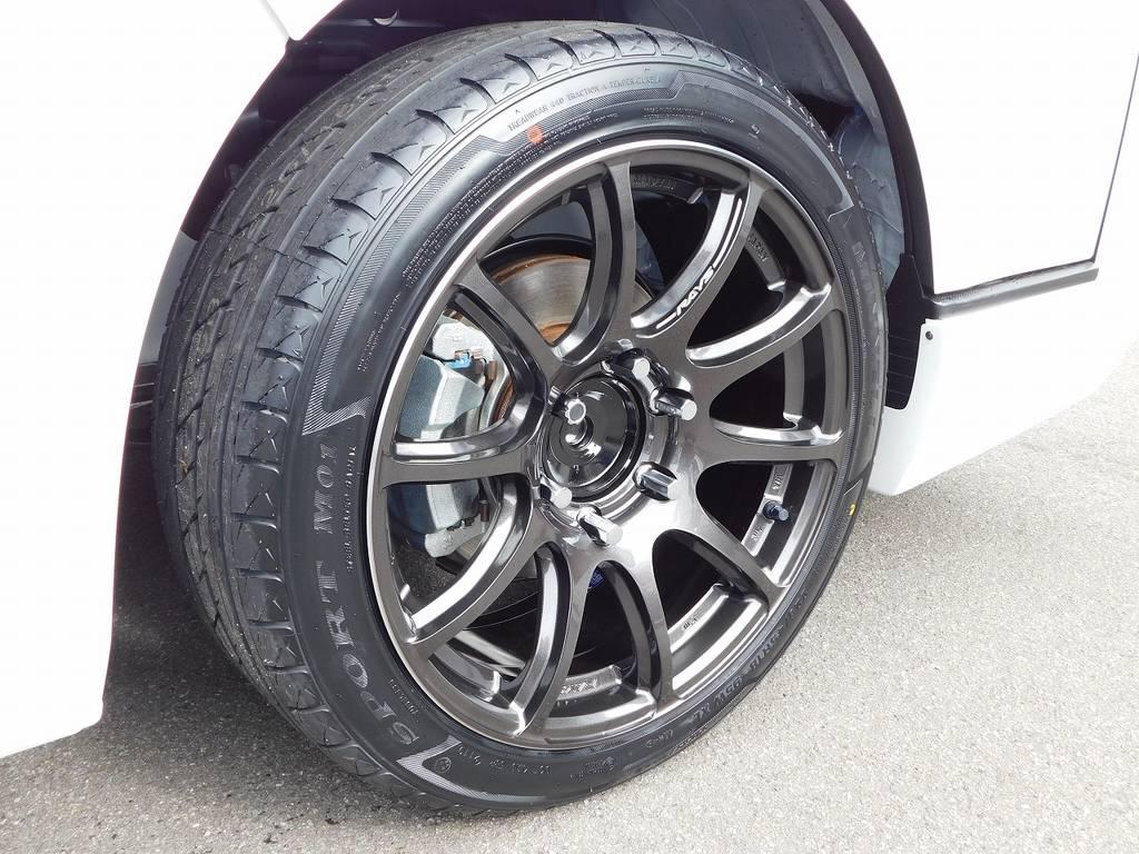 足元をキメるのはRAYS製の57TRANS-X・18インチを装着♪ナットはESSEX製のレーシングナット♪メイドインジャパンの品質の良さも自慢です♪