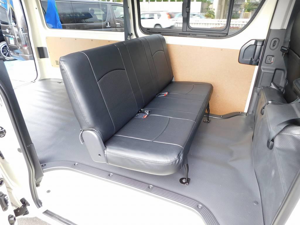 リヤシートにももちろん黒革調シートカバーを装着!お手入れもしやすくサっと拭けますよっ!!!