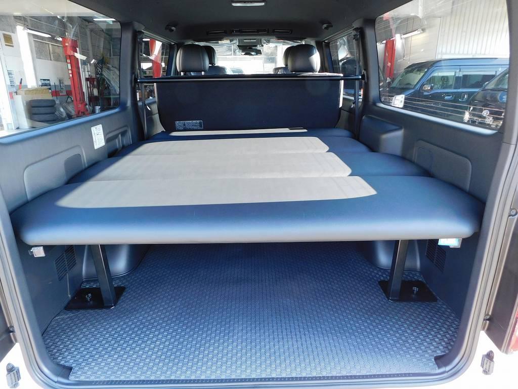 ラゲッジスペースにはベッドキットを配置!アクティブに過ごす為には休息も必要です♪車中泊も足を伸ばしてゆったり寝れますよっ♪