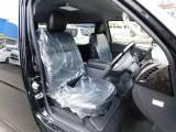 ハイエースカスタムには欠かせない黒革調シートカバーは全席に装着済み♪高級感がグッと出ますねっ!!!
