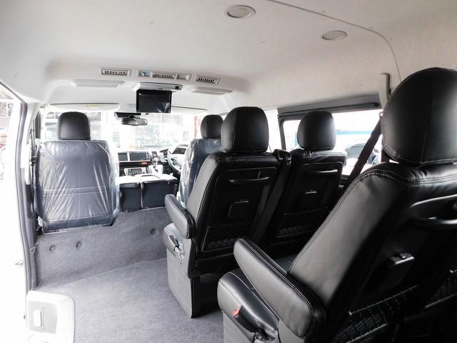 まるでマイクロバスのような室内空間はドライブをより楽しくしてくれますよっ♪