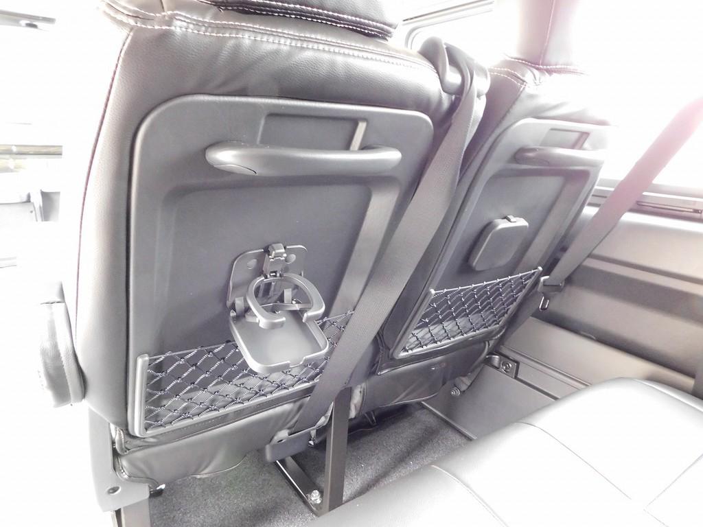 カップホルダーもしっかり付いてます♪観光バスに乗ってるみたいな感覚ですねっ♪