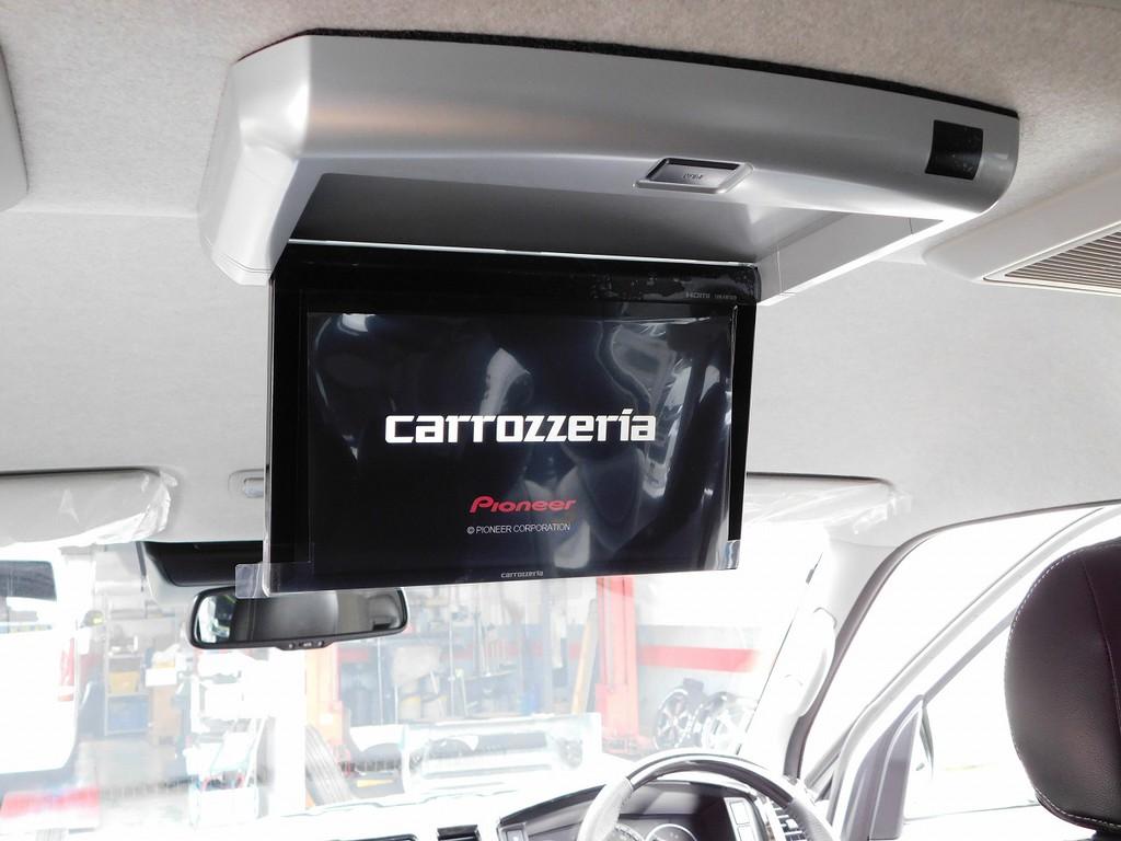 後席用のフリップダウンモニターももちろんカロッツェリア製♪ロングドライブも飽きさせませんよっ♪