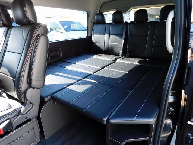 プチ車中泊も楽しめる人気のR1内装架装車!こんな仕様が造れるのもハイエースならではですねっ♪