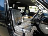 ハイエースカスタムには欠かせな黒革調シートカバーは全席に装着済み!高級感が出てますねっ♪
