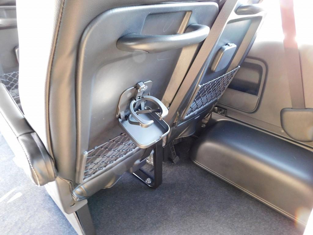 座席にはドリンクホルダーも完備!バスに乗っているような感覚ですよっ!!!