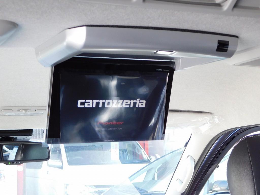 後席に型にはフリップダウンモニターを完備!まるでエンターテイメント車のよう♪お子様もロングドライブで飽きませんよっ!!!