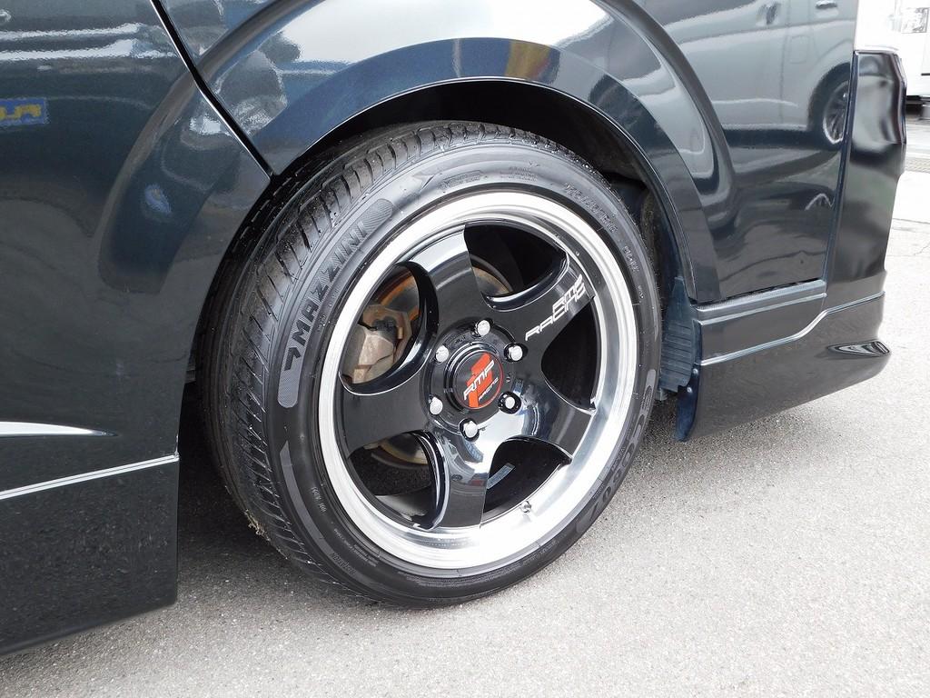 足元をキメるのはRPMレーシング18インチアルミです!こちらは新品装着ですのでタイヤの溝もバリ山です♪