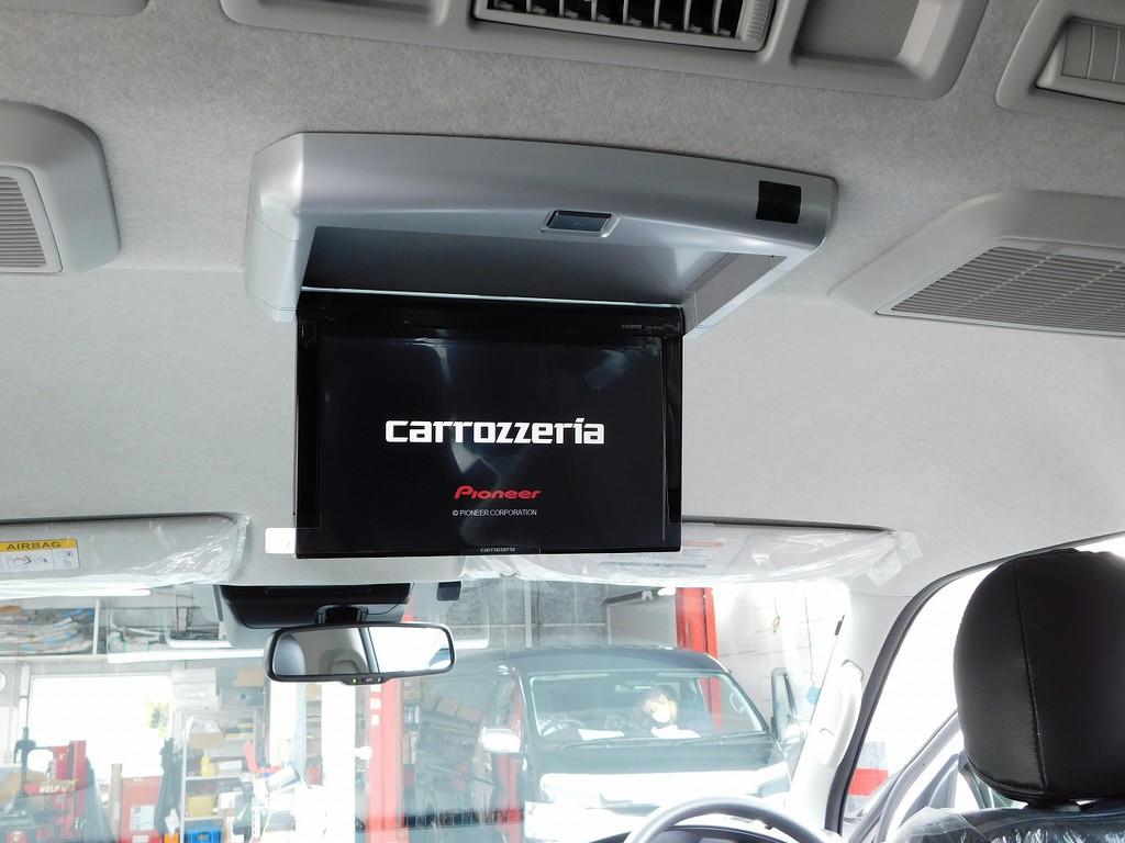 後席にはフリップダウンモニターを完備!映画やテレビを楽しみながらドライブできますよっ♪