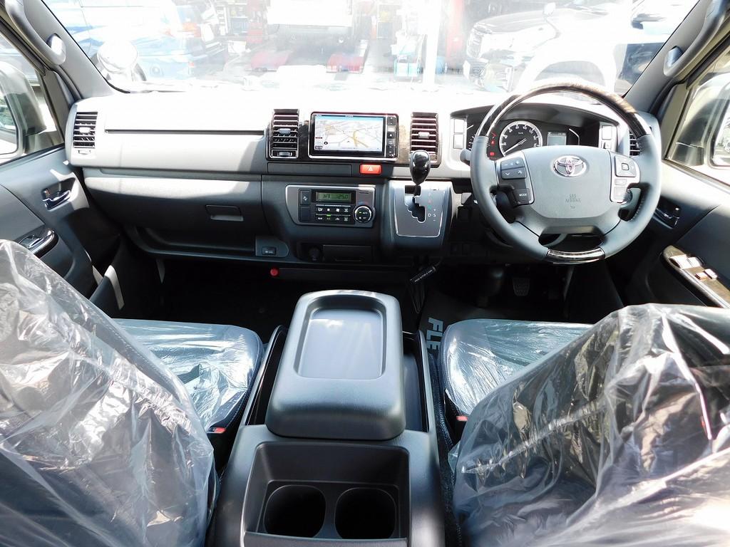 室内は広々として座面も高く見晴らしもグッドですよっ♪運転もしやすいです!!!
