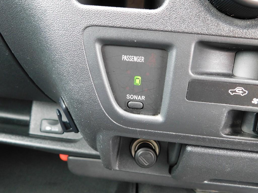 なにげに便利なコーナーセンサーも付いておりますよっ♪一度使うとやっぱり便利です!!!