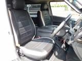 しっかりしたフロントシートはロングドライブでもゆったり座れますよっ!