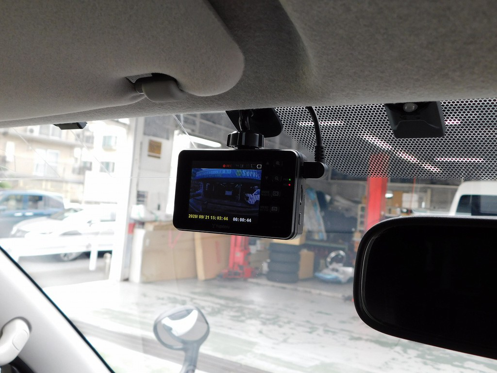 ドライブレコーダーも当たり前の装備になってきましたねっ!装着済みですので安心ドライブを楽しめます♪