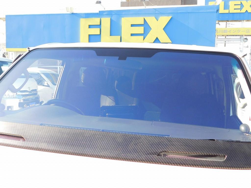 分かりづらいのですがフロントガラスはコートテクトバージョン1♪紫っぽく反射するこのガラスはすでに絶版品の貴重なガラスですよっ!!!もちろん車検対応ですのでご安心下さいねっ♪