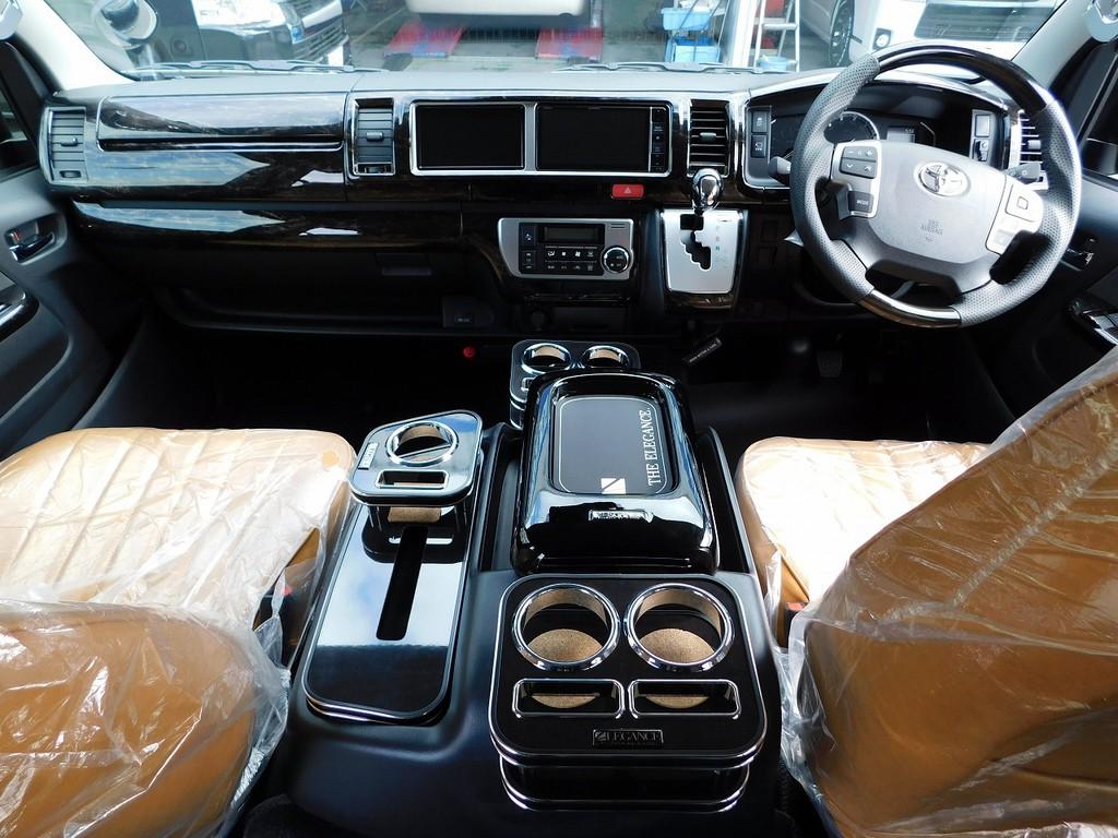 高級感漂う室内は車に乗るのが楽しくなります♪ノーマルハイエースとは違う高揚感をお楽しみ下さい♪