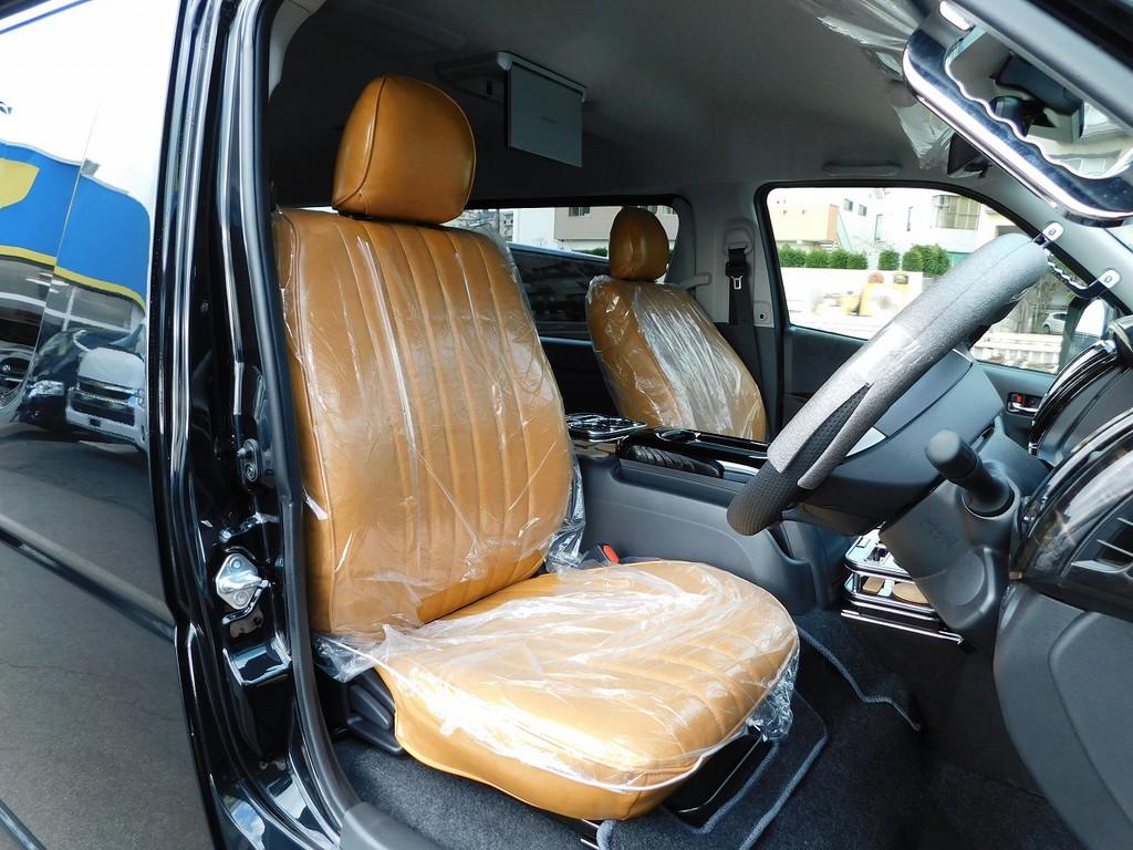 レトロ調のお洒落なキャメルカラーのシートカバーは全席に装着済み♪温もりのある色合いが人気のシートカバーですよっ♪