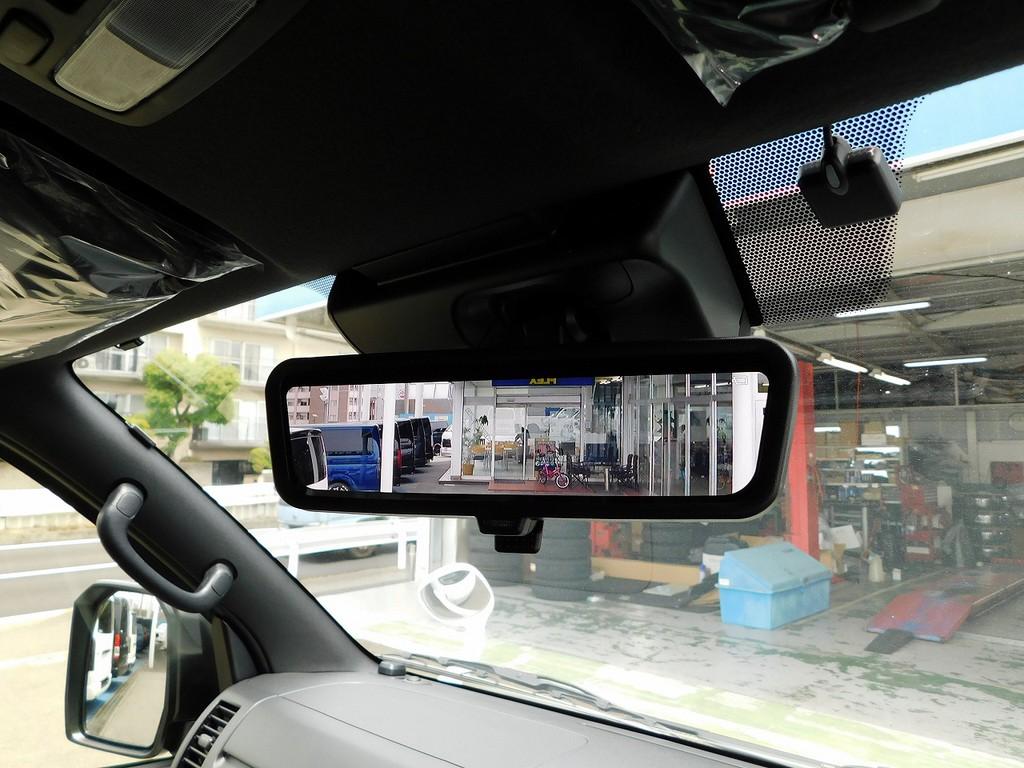 6型からオプション設定のデジタルインナーミラー装着車!荷物満載でも後方確認もしっかり出来る優れものですよっ♪