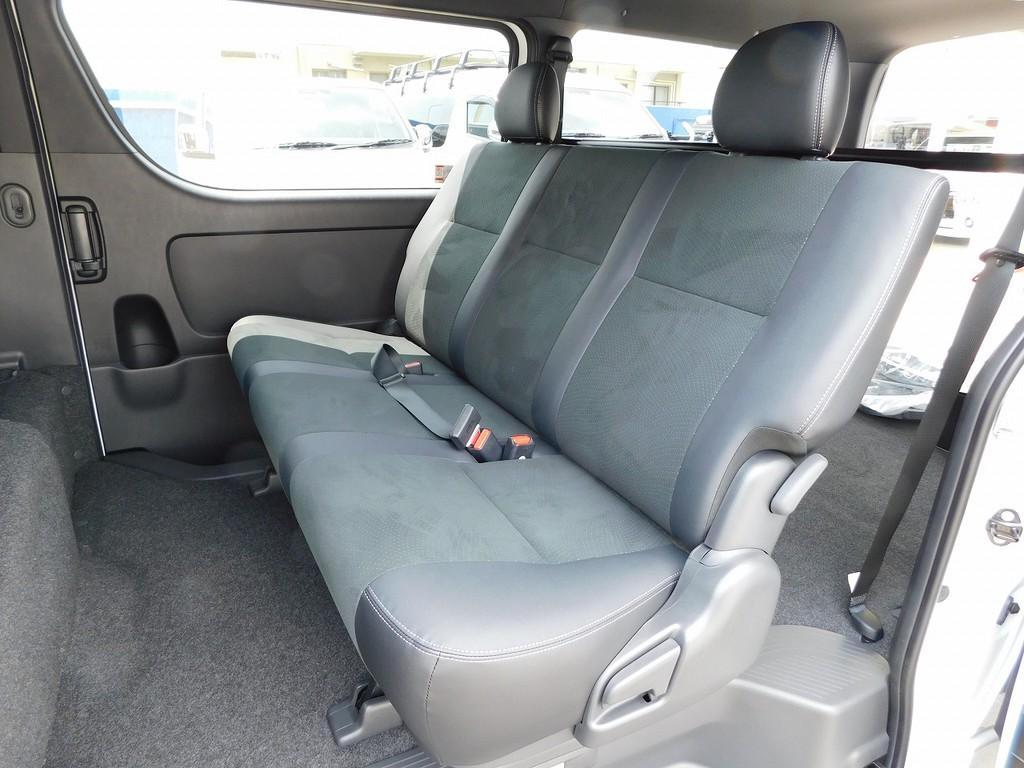 セカンドシートは厚みもしっかりあって座り心地もグッドですよっ♪