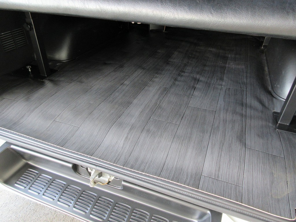 荷台にはCFマットが敷いてありますのでふき取りも簡単!ガシガシ使えます♪
