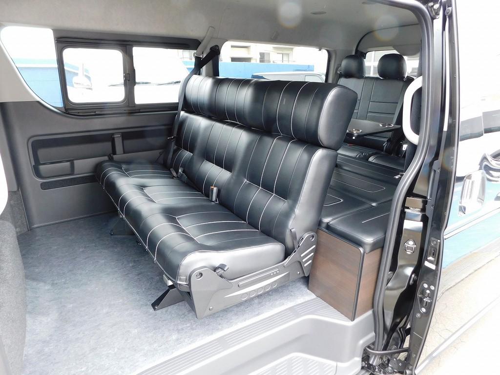 人気仕様のアレンジAS♪ゆったり座れる3人掛けシート!内装を作り変えられるのもハイエースの魅力ですねっ♪