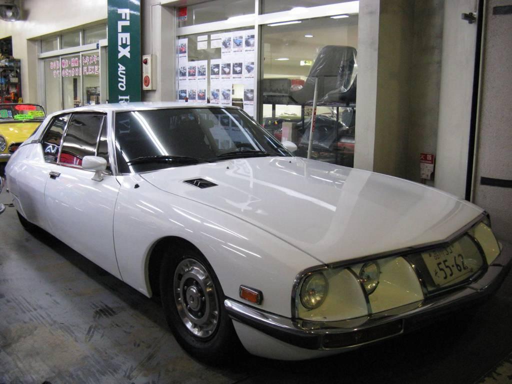 ついに登場シトロエンSM!数年前に一通りO/Hされた素晴らしい車両!5速!前オーナーさんは昭和51年から大切に乗られていました!