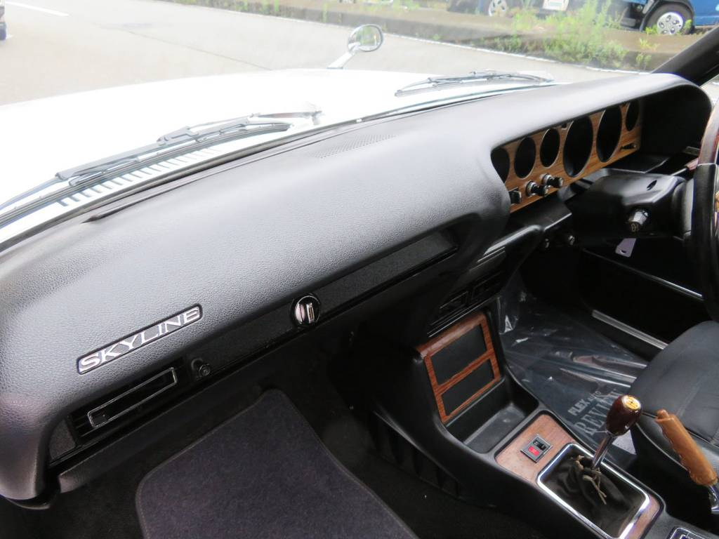   日産 スカイライン4ドア 2000GTX