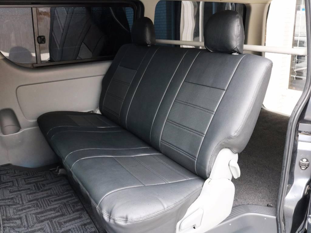 セカンドシート、折りたたみ可能です! | トヨタ レジアスエース 3.0 スーパーGL ロングボディ ディーゼルターボ 4WD