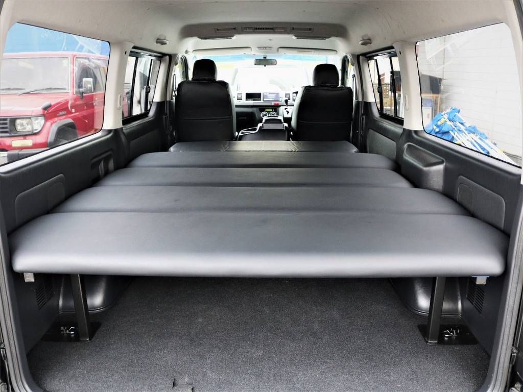 収納広々御座います、なんでも収納可能です!ベッドキット付き、就寝スペース広々♪ | トヨタ レジアスエース 3.0 スーパーGL ワイド ミドルルーフ ロングボディ ディーゼルターボ