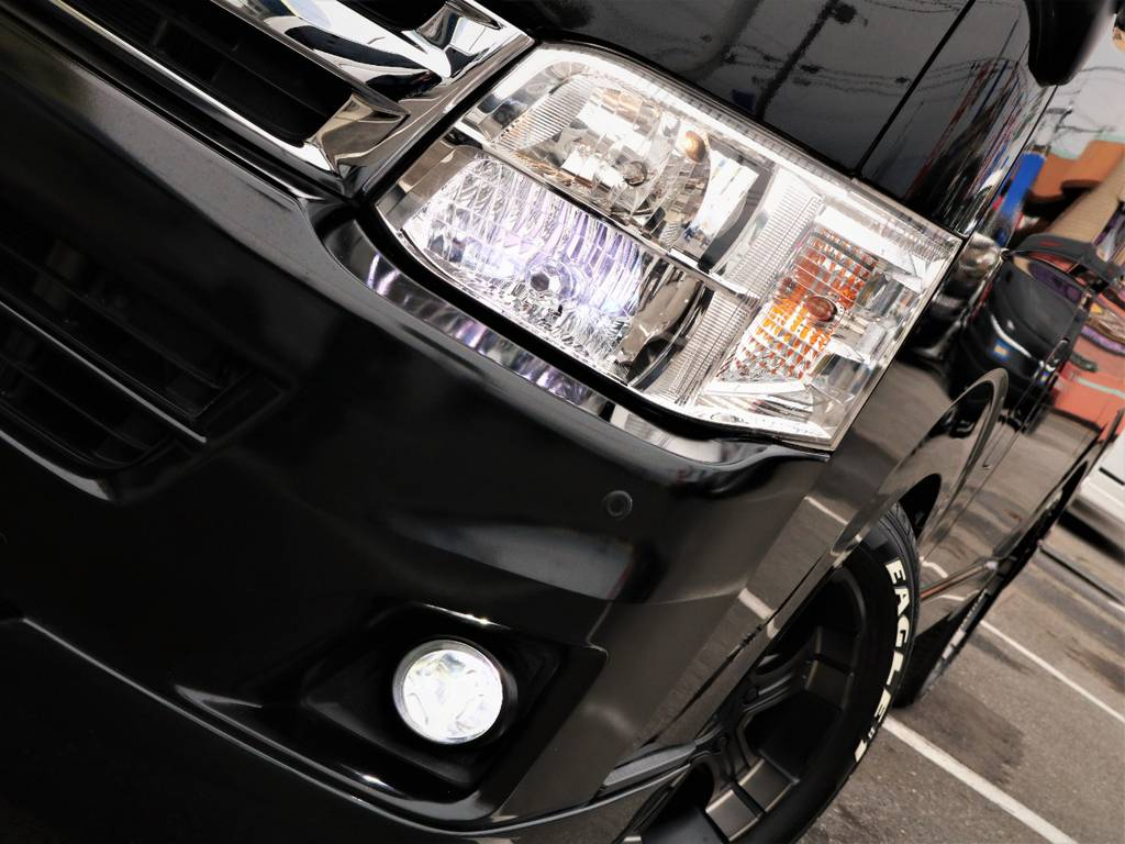 夜間走行に便利なHIDヘッドライト、FLEXオリジナルLEDフォグランプ! | トヨタ レジアスエース 3.0 スーパーGL ワイド ミドルルーフ ロングボディ ディーゼルターボ