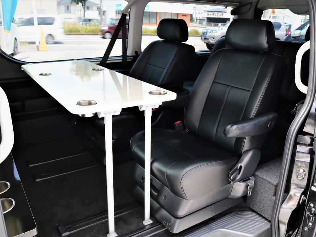 サイドテーブル付き、ゆったりとくつろげる仕様です! | トヨタ ハイエース 2.7 GL ロング ミドルルーフ キャプテンシート ベッド
