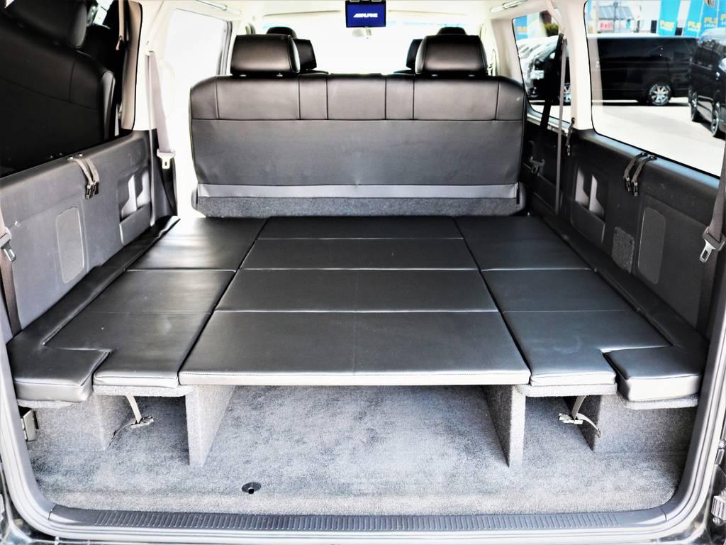 椅子を前にずらせばベッドキットにもなります、収納も広々御座います! | トヨタ ハイエース 2.7 GL ロング ミドルルーフ キャプテンシート ベッド
