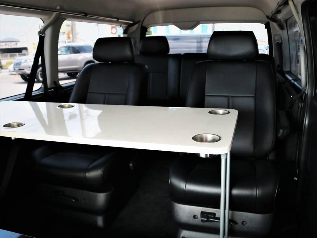 サイドテーブル付き、対面も可能です! | トヨタ ハイエース 2.7 GL ロング ミドルルーフ キャプテンシート ベッド