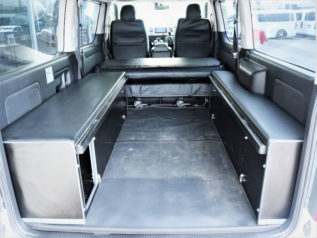 ベッドマットを取り外せば収納スペース広々御座います!   トヨタ ハイエースバン 3.0 スーパーGL ロング ディーゼルターボ 4WD ベッドキット